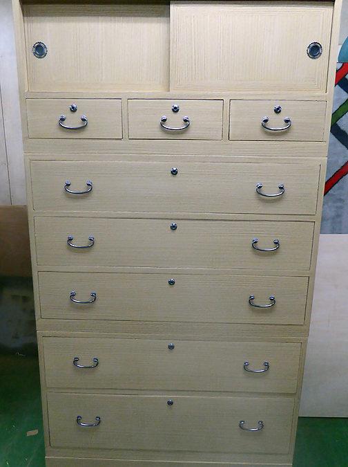 昇り箪笥の洗い再生・桐たんすの修理