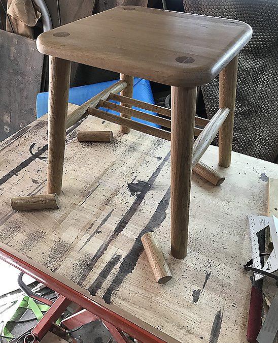 椅子の脚の高さ調整