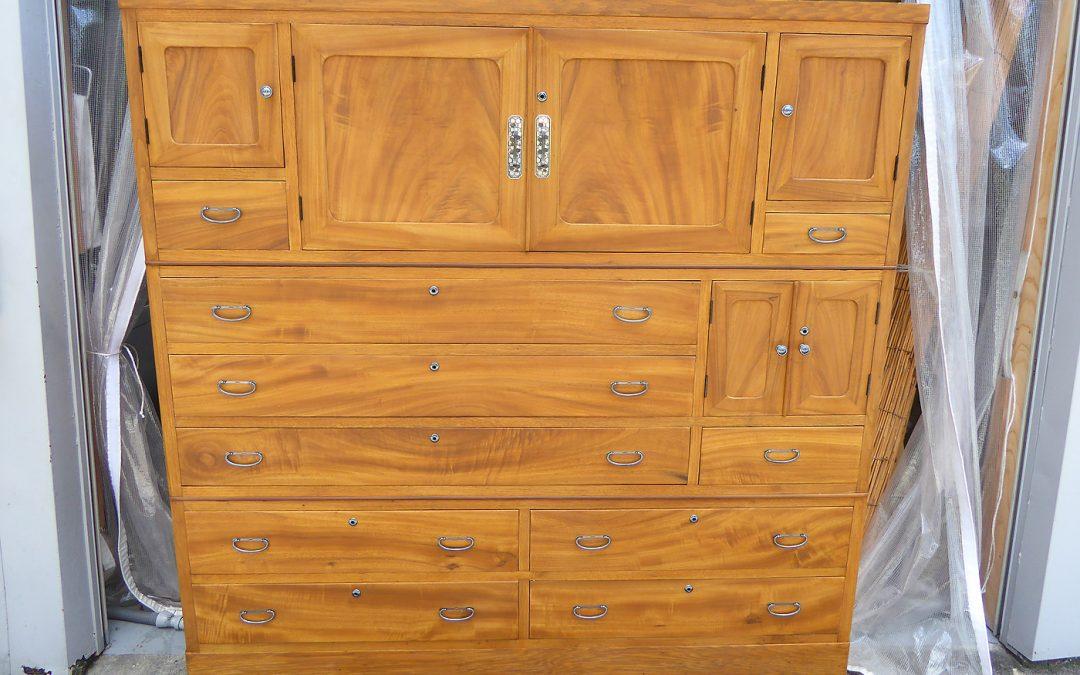 家具修理ー楠 間箪笥(けんたんす)の修理、再生、塗り直し